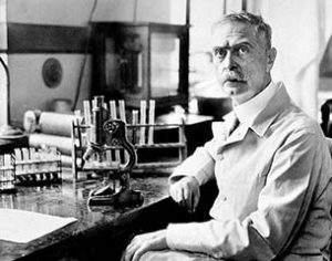 Download von www.picturedesk.com am 10.11.2015 (13:24).  Karl Landsteiner (1868-1943), Austrian-born American physician, discoverer of the A.S. Wiener, the Rhesus factor in 1940. Nobel prize-winner in 1930. - Prior permission required for all advertizing & promotional use or use on consumer goods & derivative products. - 19400101_PD6957 9AAE9185-16C2-492F-83E2-D79A8FB328C4
